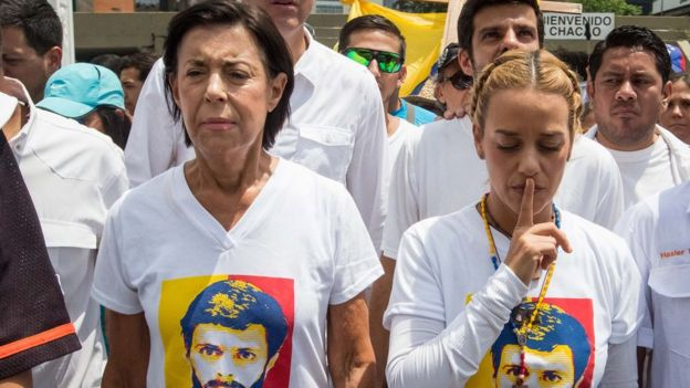 En la manifestación participó Lilian Tintori, esposa del político preso Leopoldo López, y otras figuras de la oposición venezolana.