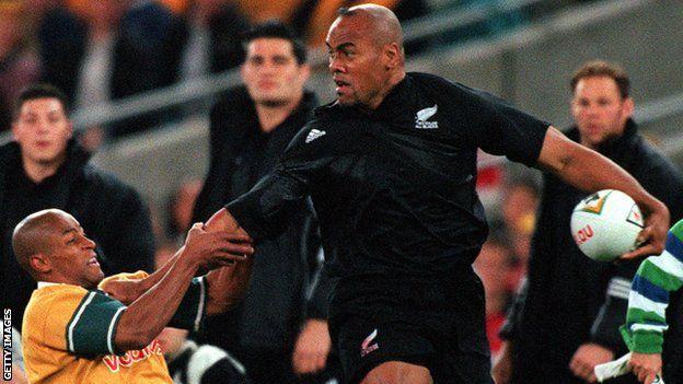 Jonah Lomu yn chwarae i Seland Newydd yn erbyn Awstralia yn 2000