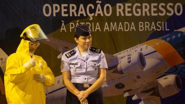 Recepción de los brasileños repatriados de China.