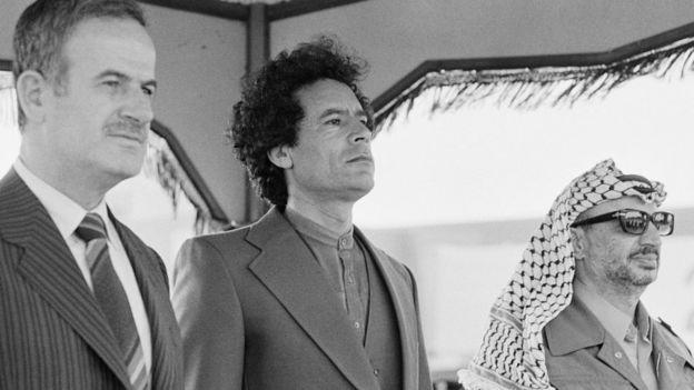 গাদ্দাফির সাথে সিরিয়ার হাফেজ আল আসাদ এবং ফিলিস্তিনি নেতা ইয়াসির আরাফাত