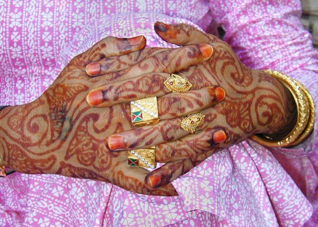 Eunuch hands