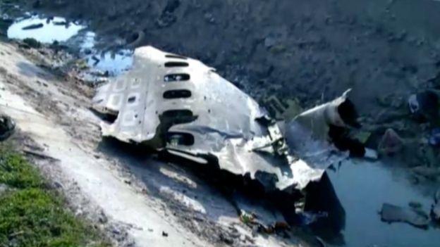 Partes del avión accidentado.