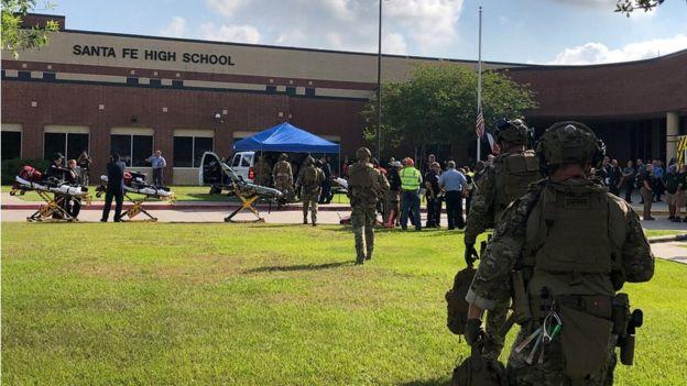 Fuerzas de seguridad en la escuela secundaria de Santa Fe