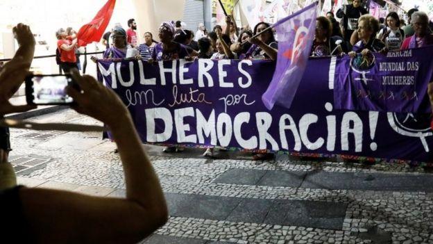Mulheres protestam contra Bolsonaro
