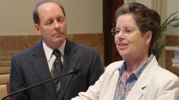 Hermana Nora Nash. junto a su director asociado, Thomas McCaney.