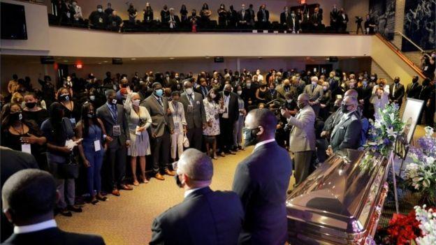 صدها نفر در مراسم یادبود خصوصی جورج فلوید شرکت کردند.