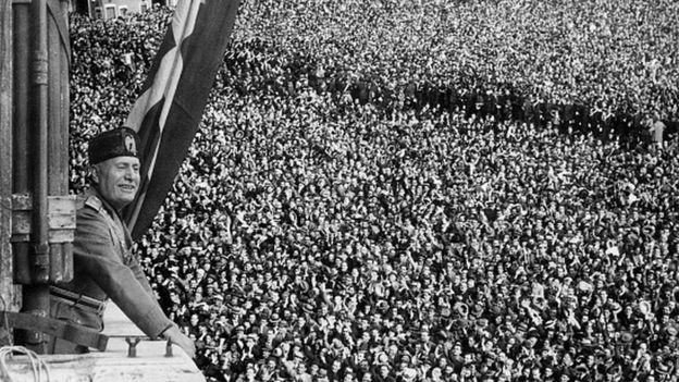 Benito Mussolini en Palacio venezia