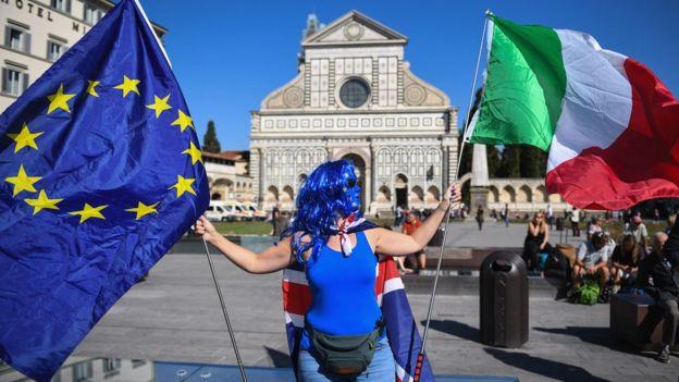 佛罗伦萨的一名女抗议者,特蕾莎·梅可能在那里发表演讲