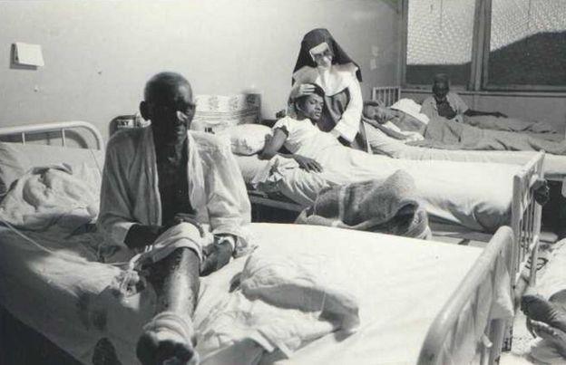 Irmã Dulce com doentes