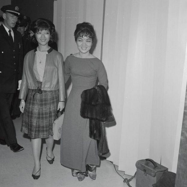 Bà Nhu, nhũ danh Trần Lệ Xuân, cùng con gái Ngô Đình Lệ Thủy (trái)