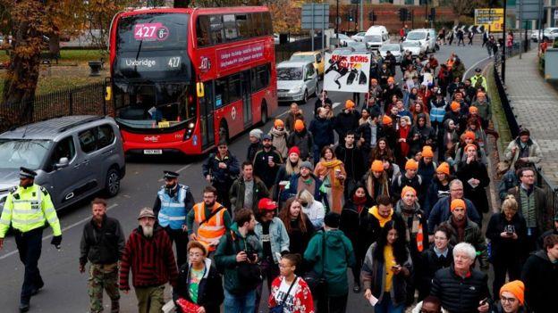 Seçim bölgesi olan Uxbridge'de Boris Johnson karşıtları protesto yaptı
