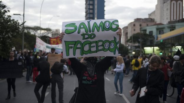 Protesto contra aumento das passagens do transporte público, gastos na Copa do Mundo e a corrupção tomaram as ruas da capital paulista em 19 de junho