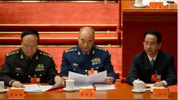原中央軍委副主席郭伯雄(左)與現中央軍委副主席許其亮、原中央統戰部部長令計劃(右)