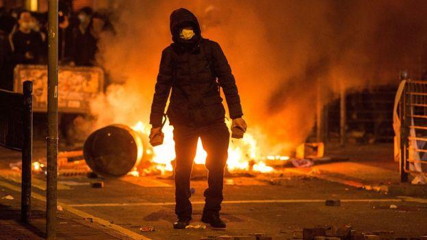 旺角衝突中的一名示威者(9/2/2016)