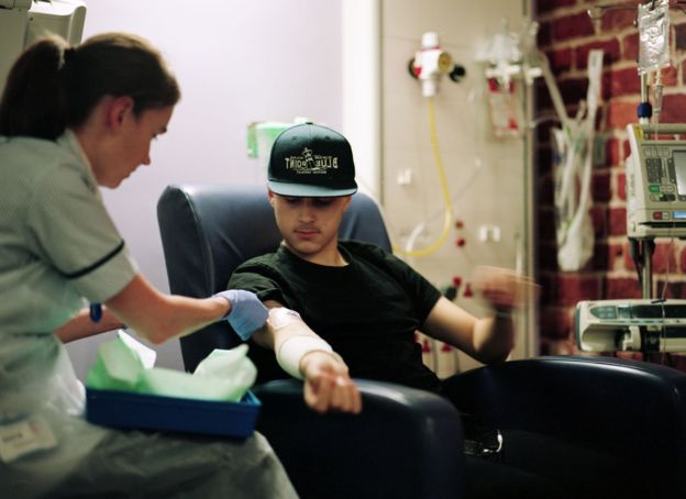 Joe with a nurse during chemotherapy