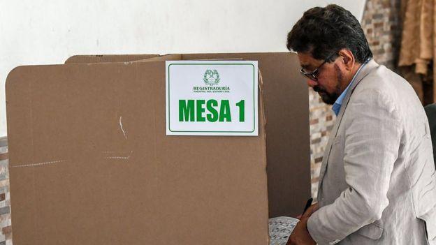 Líder de la FARC votando