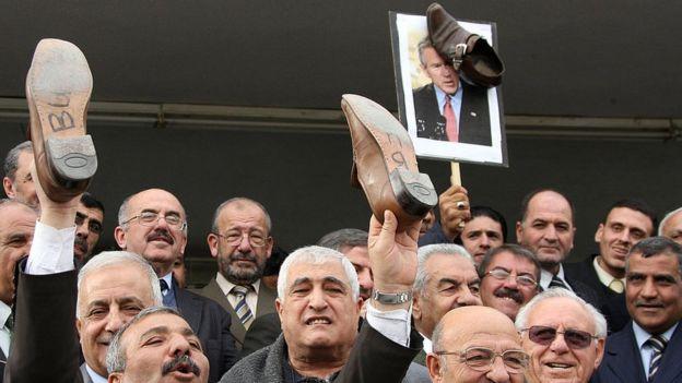 Manifestación en Jordania en apoyo al periodista Muntazer al-Zaidi.