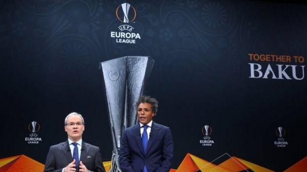 UEFA Avrupa Ligi'nde kura çeklimini, Fenerbahçe'nin unutulmaz futbolcularından Pierre van Hooijdonk yaptı