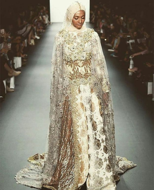 8cb45ebd6895 The moment hijabs dazzled the New York Fashion Week catwalk - BBC News