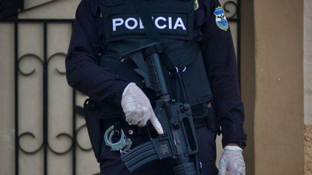 Policía hondureño