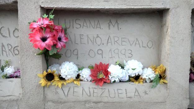 Imagen de una de las bóvedas de cemento donde esta médico forense entierra a los muertos que no pueden permitirse una plaza en un cementerio.