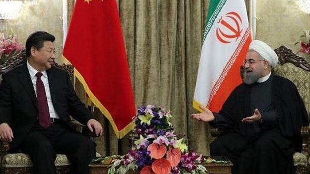 चीनी राष्ट्रपति शी ज़िनपिंग के साथ ईरान के राष्ट्रपति हसन रूहानी