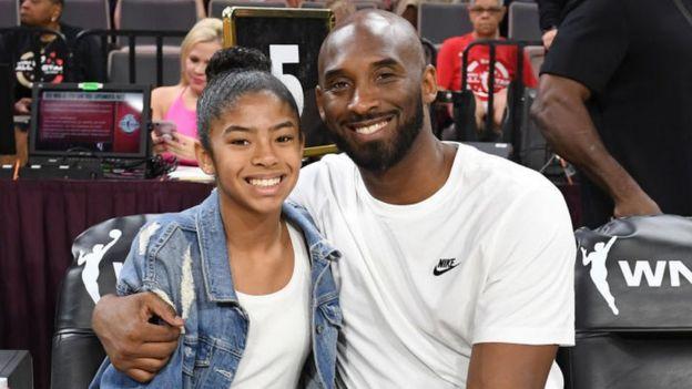 Kobe Bryant junto a su hija, Gianna.
