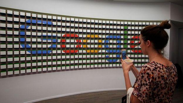 Mujer en Google
