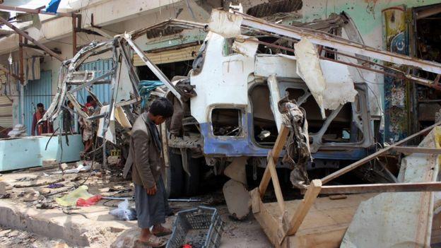 الحافلة التي كان على متنها عشرات الأطفال الذي كانوا يحضرون دروس تحفيظ قرآن في مدرسة محلية