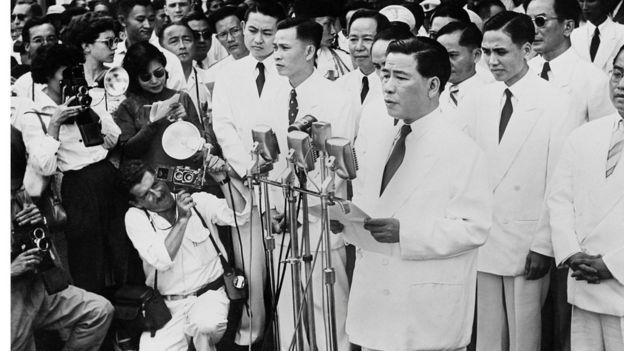 Ông Ngô Đình Diệm phát biểu trong ngày thành lập Việt Nam Cộng hòa ngày 10/10/1955.