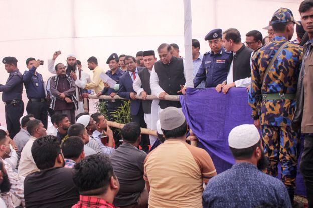 102 hombres se entregan a las autoridades en Teknaf