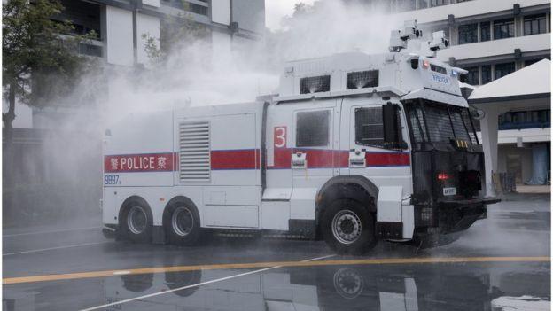 香港警方展示水炮车,外界猜测,这会是警方短期之内对付示威者的新装备。