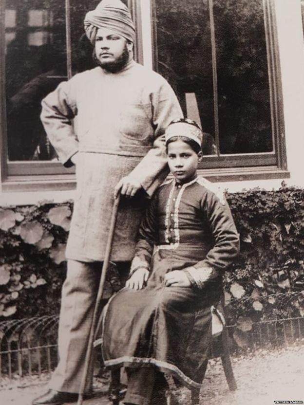 अब्दुल करीम अपने भतीजे के साथ