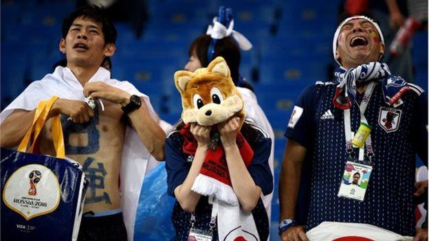 Cổ động viên Nhật Bản đã không cầm được nước mắt khi chứng kiến đội tuyển để thua một cách đau đớn