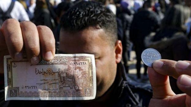 تسجل الليرة السورية انخفاضا مطردا أمام الدولار