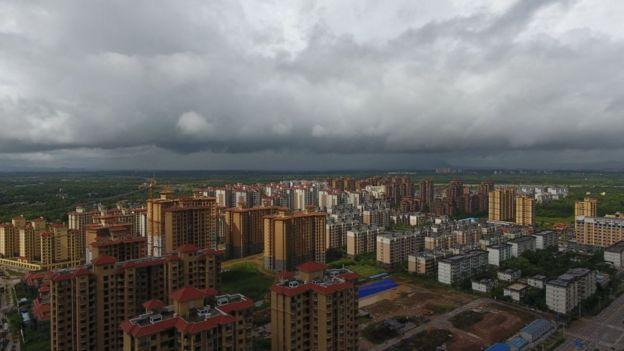 สภาพอากาศในจังหวัดไห่หนานของจีน เมื่อพายุเซินติญ ขึ้นฝั่งเมื่อวันที่ 18 ก.ค. ที่ผ่านมา ขณะที่ยังมีความแรงในระดับพายุไต้ฝุ่น