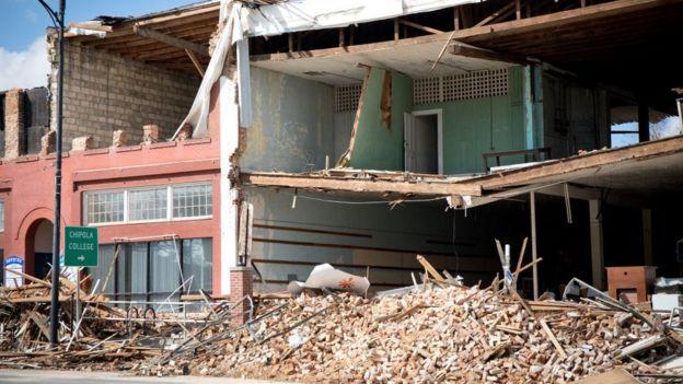 آثار الإعصار في بلدة ماريانا في ولاية فلوريدا
