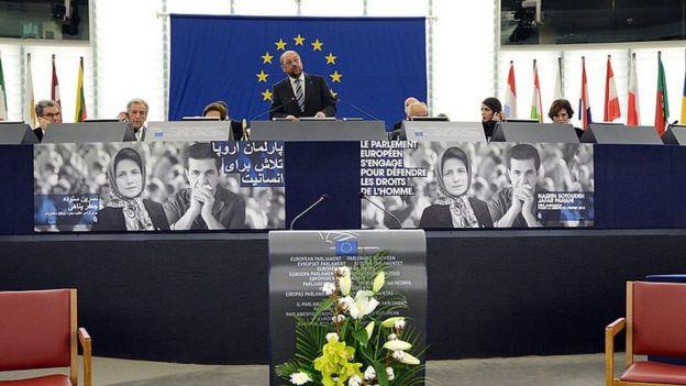 مارتن شولز خلال حفل منح جائزة ساخاروف لحرية الفكر بغياب الفائزين الإيرانيين