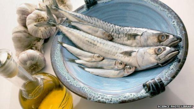 Les produits de la mer, comme le poisson, sont riches en iode.
