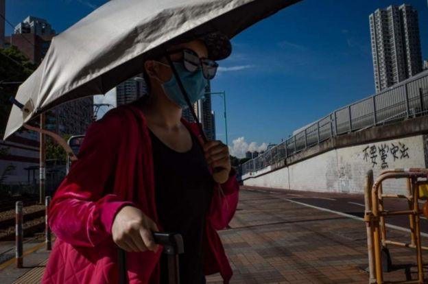 гонконг женщина в маске