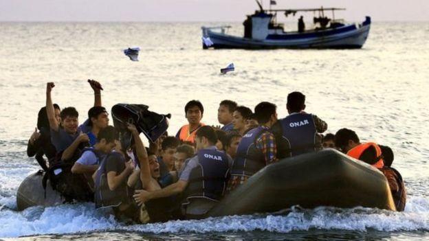 بیش از ۶۰۰ پناهجو که از لیبی در سواحل ایتالیا چندین روز سرگردان بودند