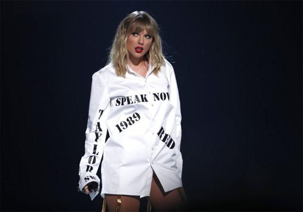 Taylor Swift's shirt