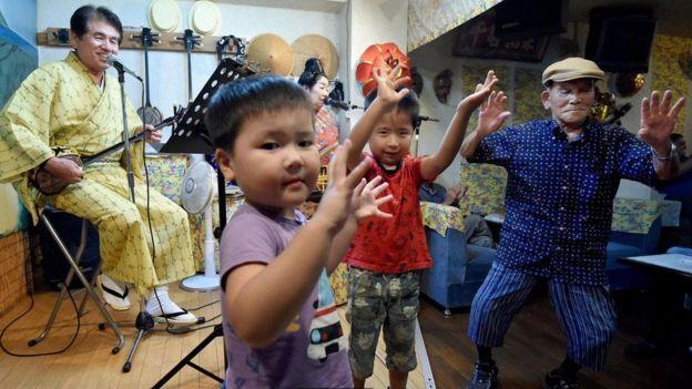 Japon çocuklar ve yaşlılar