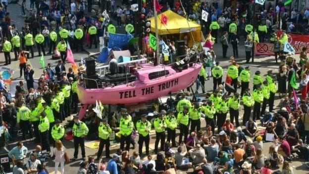 پلیس لندن خواهان پیگرد قضایی و محاکمه معترضان محیط زیستی شد