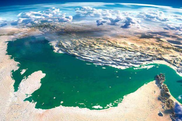 در ۲۷ مهر ۱۳۵۹ ناوچه مهران در خلیج فارس، هدف شلیک یک فانتوم ایرانی قرار گرفت و غرق شد. در پی این حادثه، ناوچه تیران برای کمک به منطقه رفت که آن هم هدف شلیک یک فانتوم خودی قرار گرفت، هرچند غرق نشد