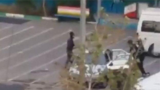 نیروهای مسلح و امنیتی در تهران از یک دبستان برای بازداشت و انتقال معترضان استفاده می کنند