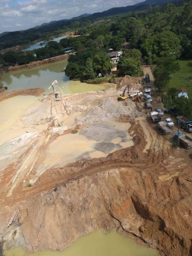 Extração de areia provoca a formação de pequenas lagoas