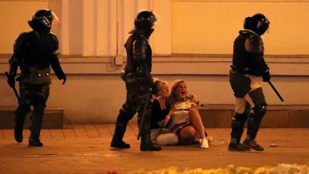 Протестующие в Минске и милиция