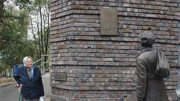 Пам'ятник Анатолію Кузнєцову
