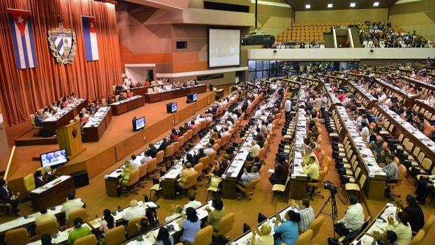 Küba'da mecliste ABD'dekinden daha fazla kadın var.